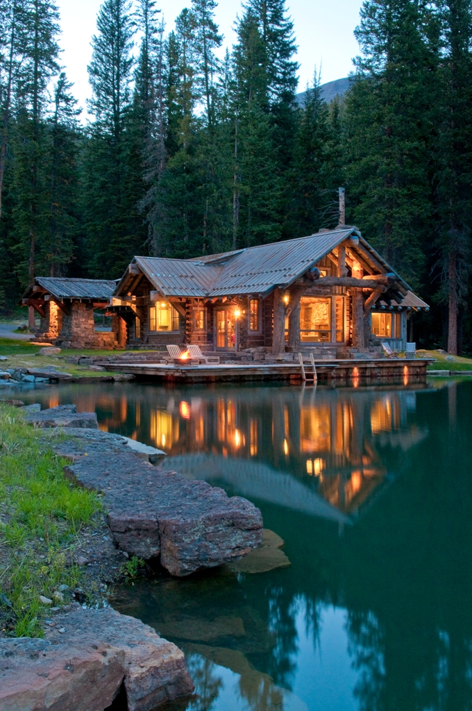 A rustic cabin in montana 39 s prestigious yellowstone club for Rustic cabin homes