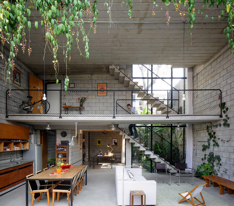 Industrial House in Brazil by Terra e Tuma