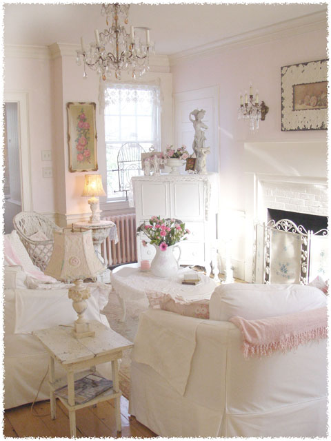 vintage home with shabby chic décor