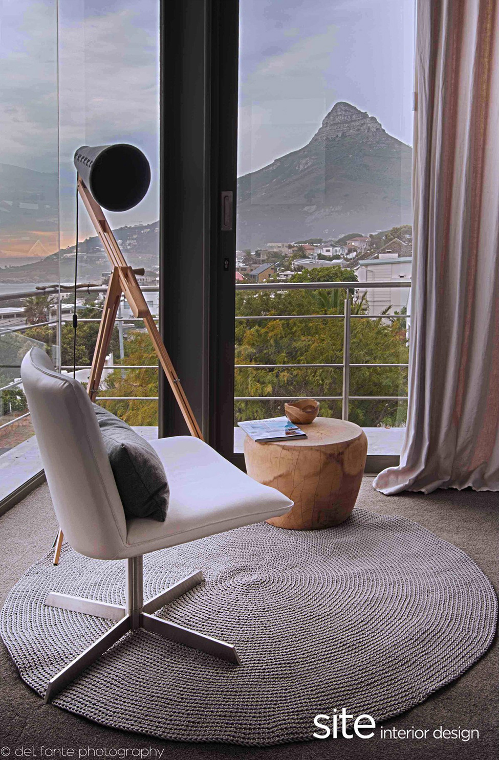 Dramatic modern house by site interior design decoholic - Contemporary style interior design ...