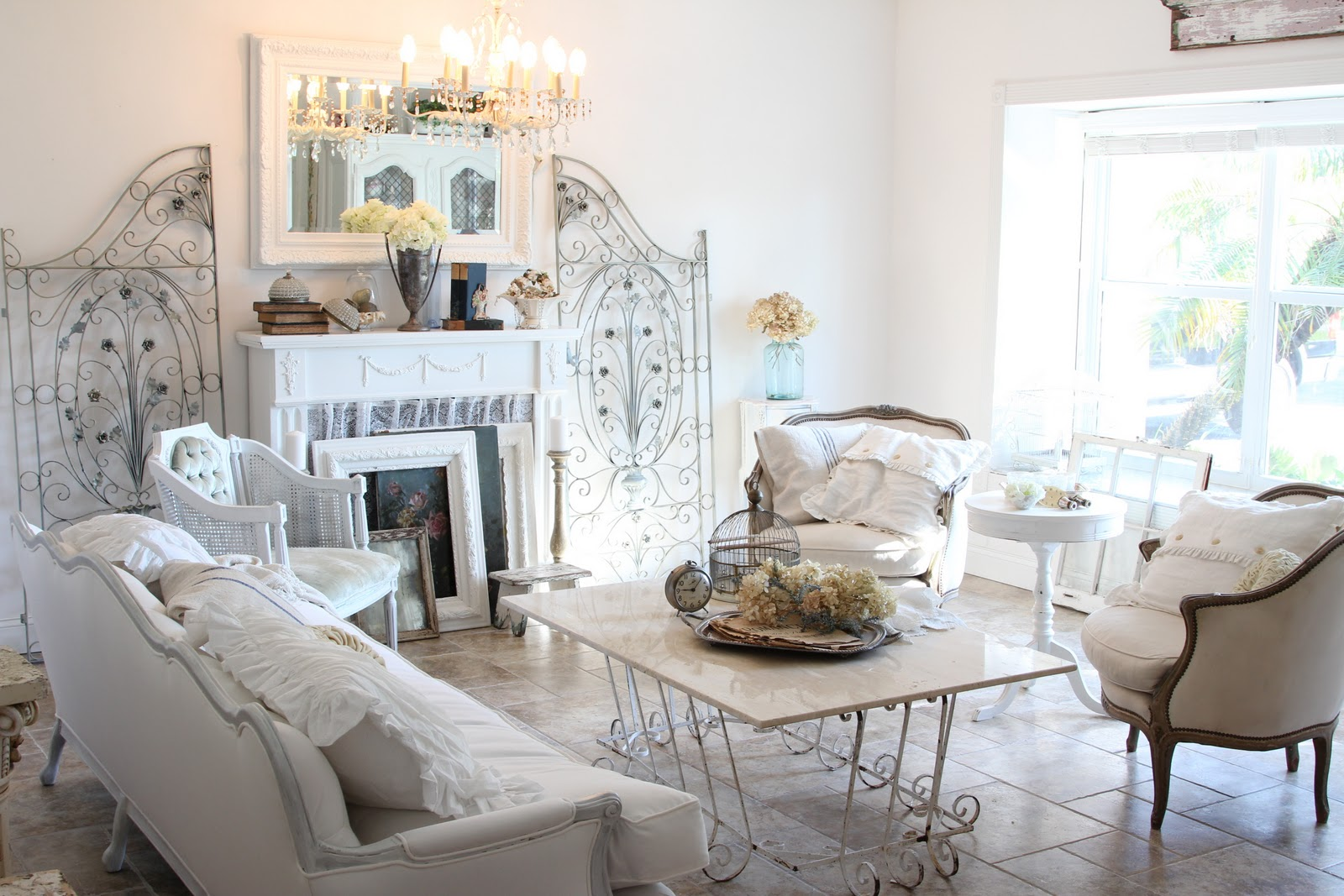 Shabby Chic Living Room Interior Design Inspirations