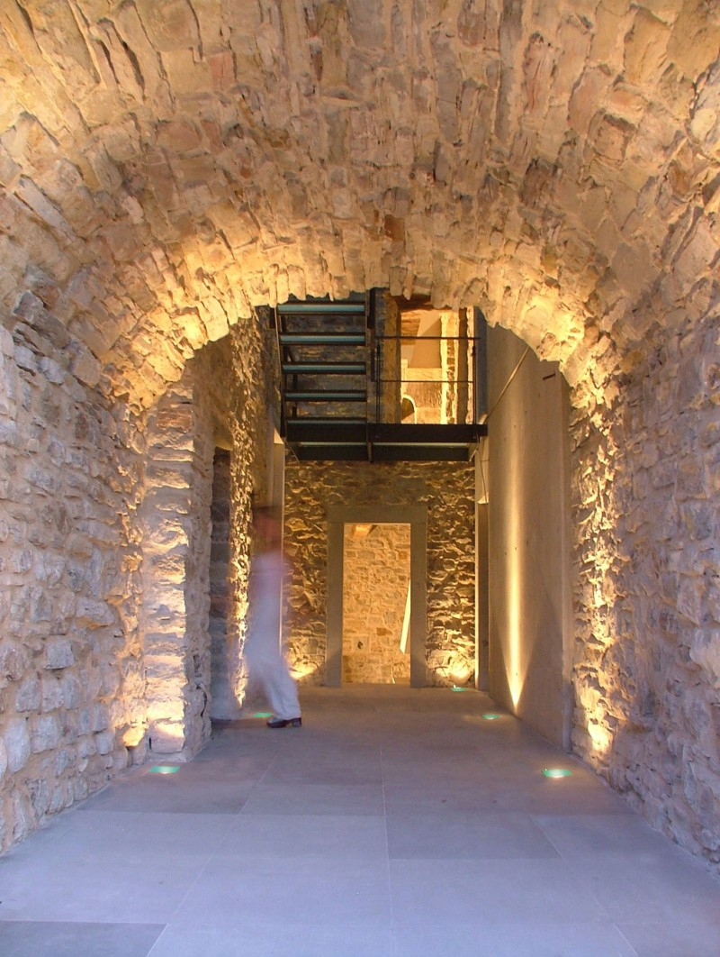 A restored tower at the top of a hill in montone italy decoholic - Interior design perugia ...