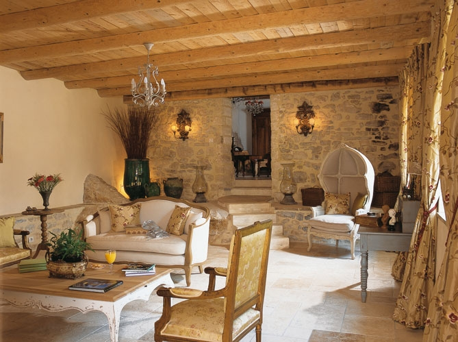 Dream french country stone house decoholic for Interior country home designs