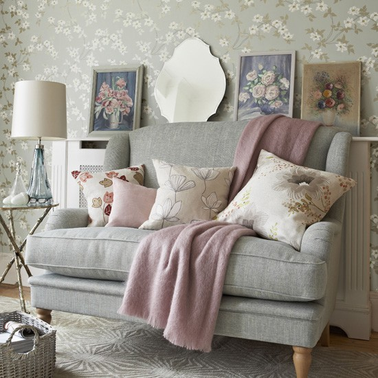 accent pink color for gray sofa