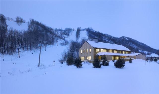 Modern_12_Alpine_Chalet_by_AKB