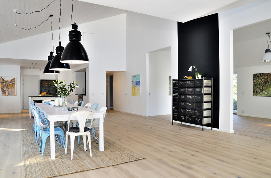house with clean fresh palettes natural finishes and simple styling decoholic. Black Bedroom Furniture Sets. Home Design Ideas