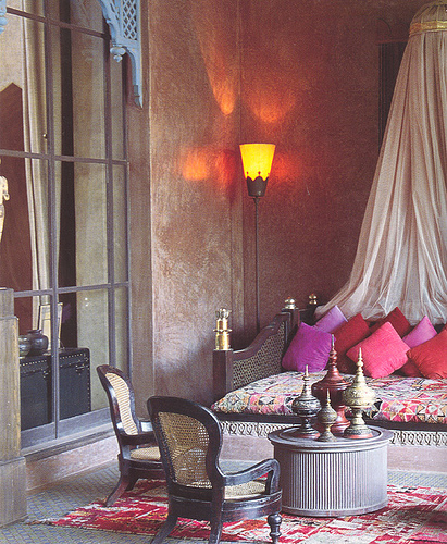 40 moroccan themed bedroom decorating ideas decoholic for Moroccan living room decor ideas
