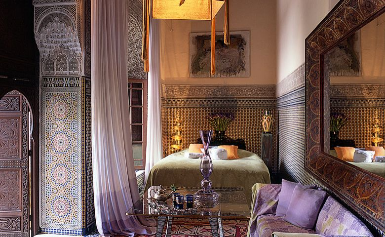 40 moroccan themed bedroom decorating ideas decoholic for Moroccan style home accessories