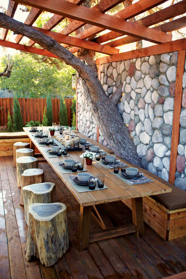 Backyard natural dining room for Outdoor patio dining