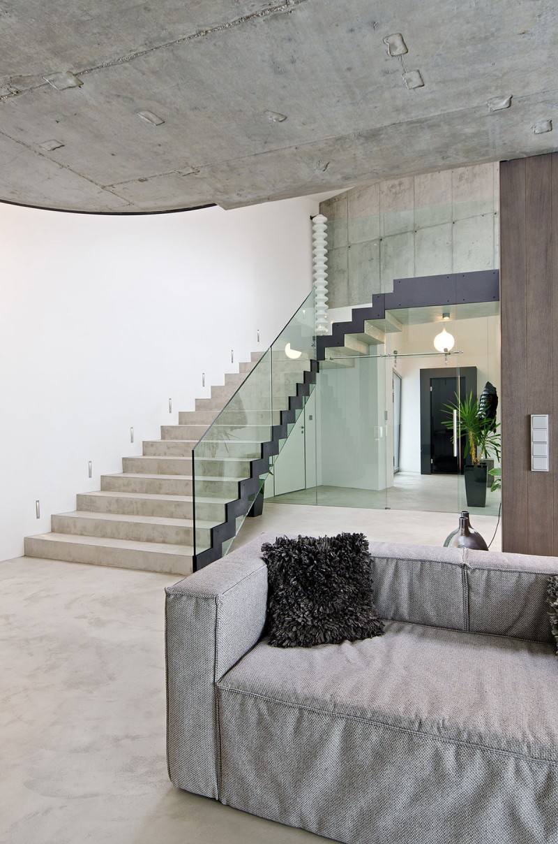 contemporary family house with great use of concrete - decoholic