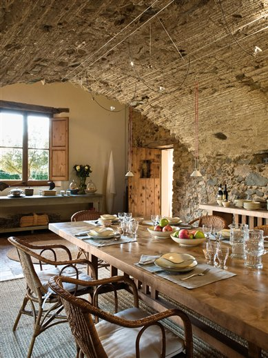 Mediterranean Comfortable Family Farmhouse kitchen