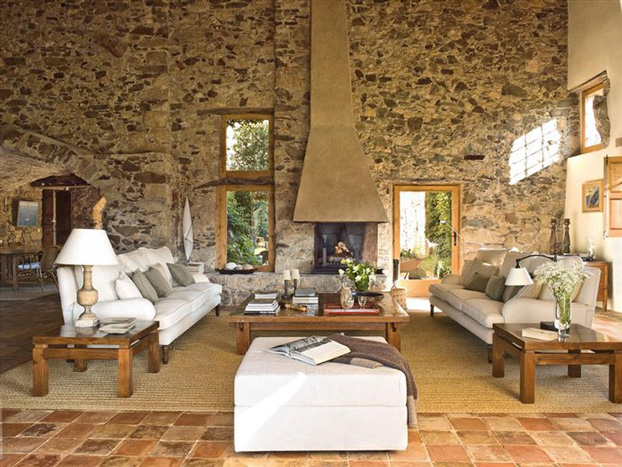 Mediterranean Comfortable Family Farmhouse living room