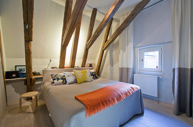 attic penthouse with beams 11