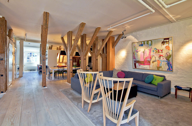 attic penthouse with beams 4