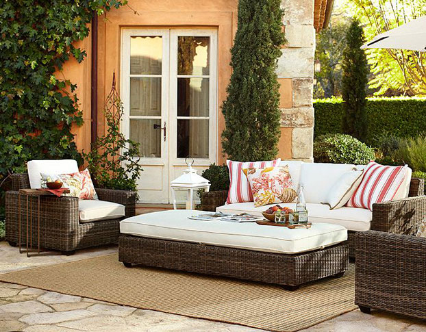 10 stylish comfortable and enduring outdoor patio for Simple patio decorating ideas
