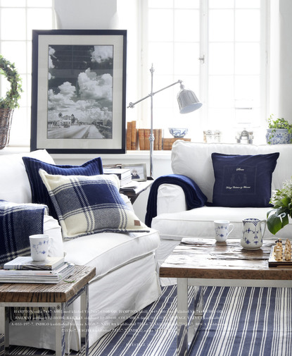 14 great beach themed living room ideas decoholic for Blue themed living room ideas