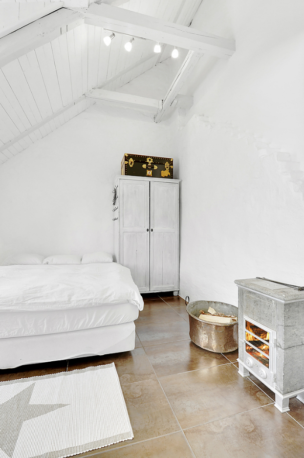 Gorgeous White Attic Penthouse 14