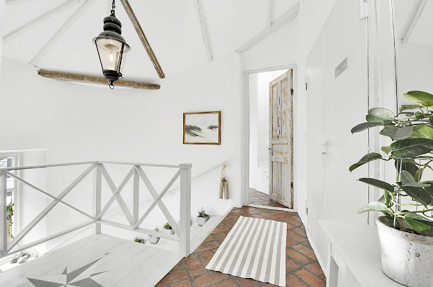 Gorgeous White Attic Penthouse 18