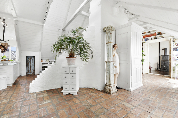 Gorgeous White Attic Penthouse 4