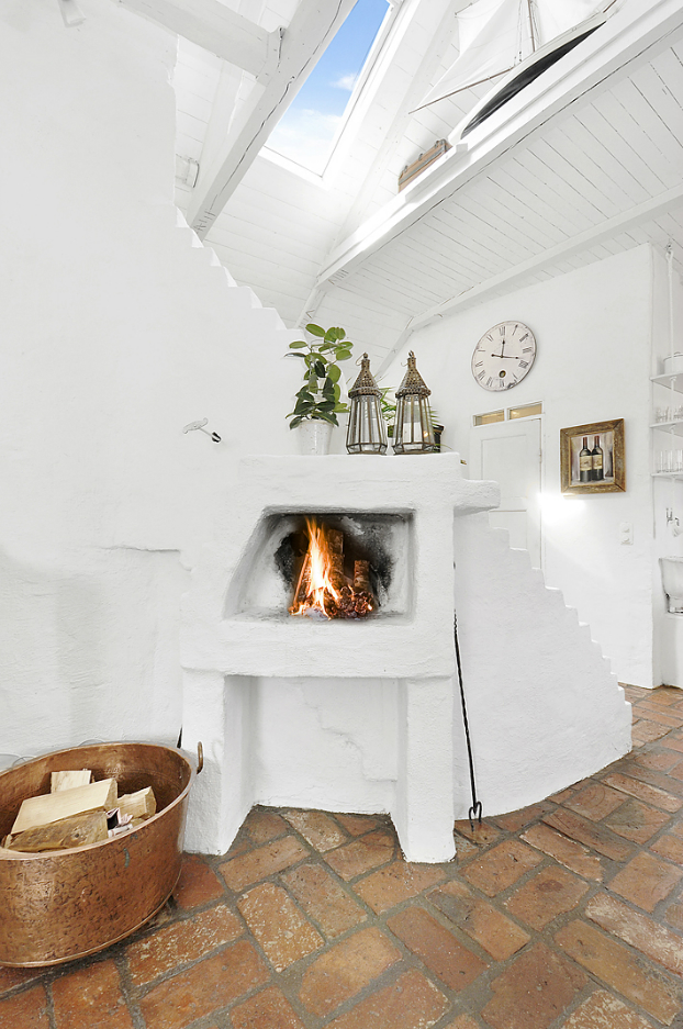 Gorgeous White Attic Penthouse 6