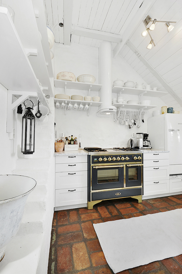 Gorgeous White Attic Penthouse 8