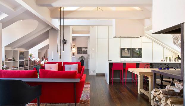 open white kitchen with red sofas