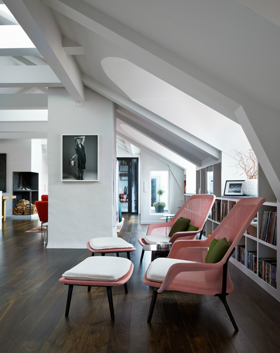 attic with pink armchairs