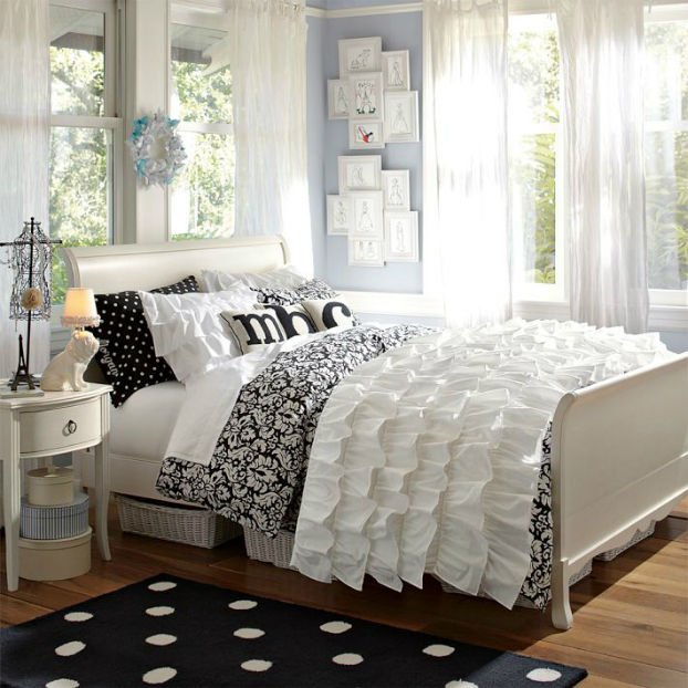 Black and White Teenage Girls Bedding Idea