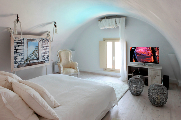 Mikaela Villa In Santorini 14