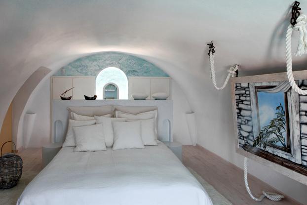 Mikaela Villa In Santorini 16