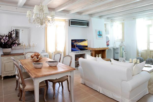 Mikaela Villa In Santorini 7