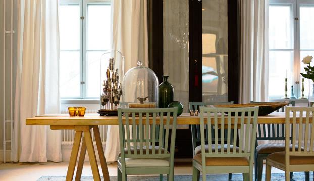 Scandinavian Interior Design With Colour Touches15