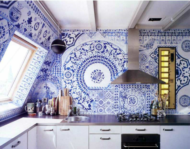 Blue white kitchen backsplah