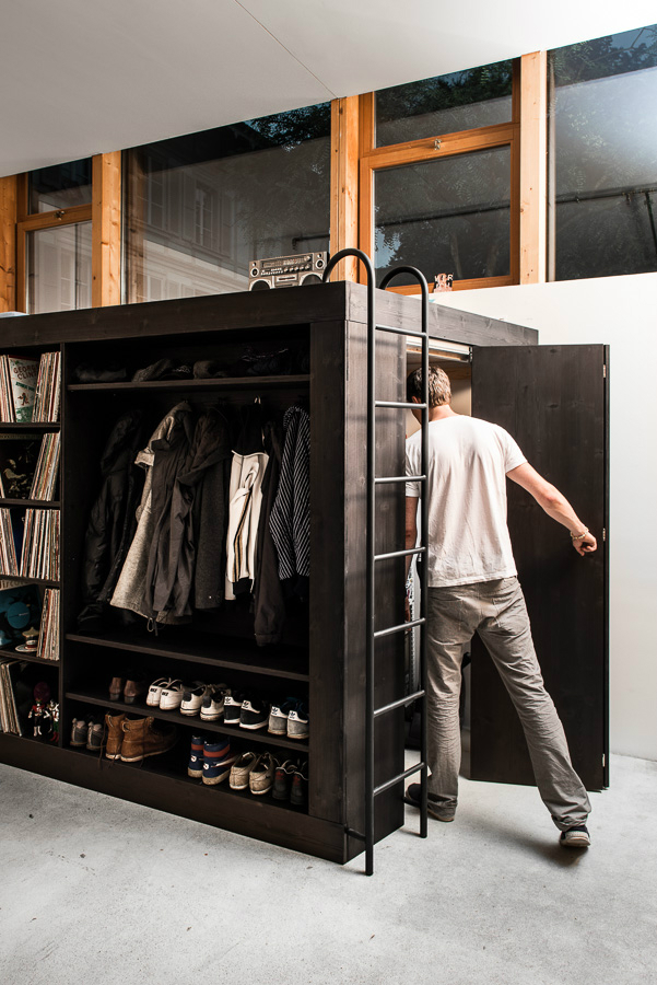 Innovative storage facility for a studio apartment decoholic for Studio closet design