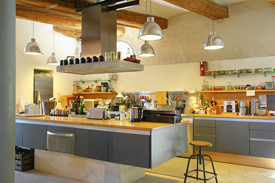 30 kitchen designs with popular trends decoholic - Industrial modern kitchen designs ...