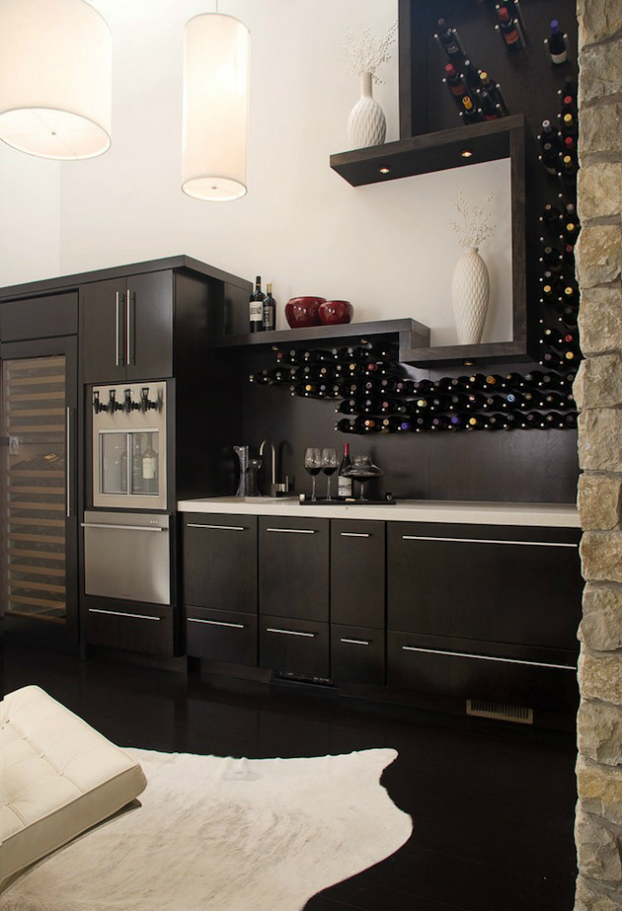 display-wine-on-kitchen-backsplash