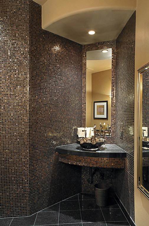 40 stylish small bathroom design ideas decoholic for Bathroom ideas black tiles