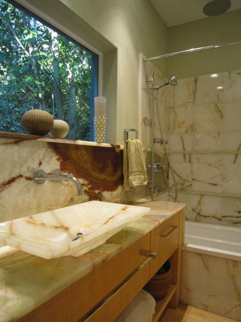 marble small bathroom design idea