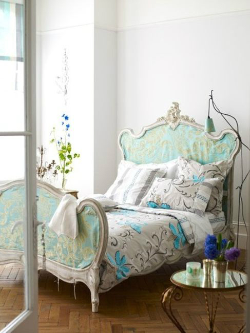 30 shabby chic bedroom decorating ideas decoholic for Shabby chic cottage decor