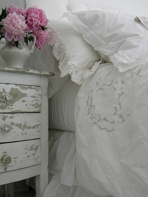 Shabby Chic Bedroom with white sheets