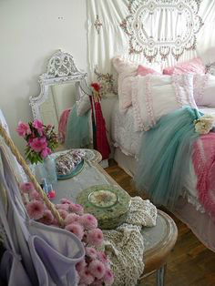 Shabby Chic Bedroom Decorating Ideas 23
