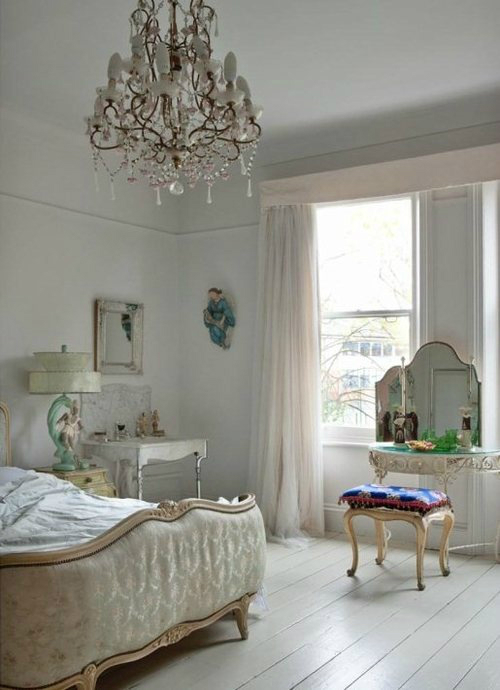 30 shabby chic bedroom decorating ideas decoholic for Bedroom furnishing ideas