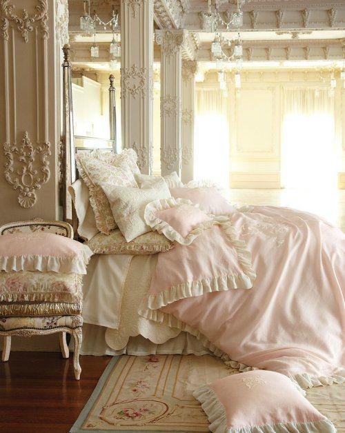 pastel shades in bedroom