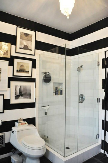 striped small bathroom design idea