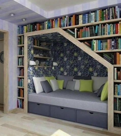 decoratinf with books around bed
