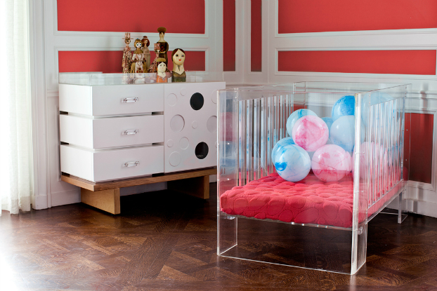 vontemporary clear acrylic crib