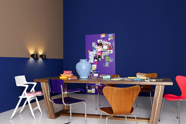 bold-navy-blue-color-paint-room-decorating-idea