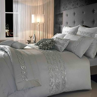 Dramatic Bedroom Ideas 19