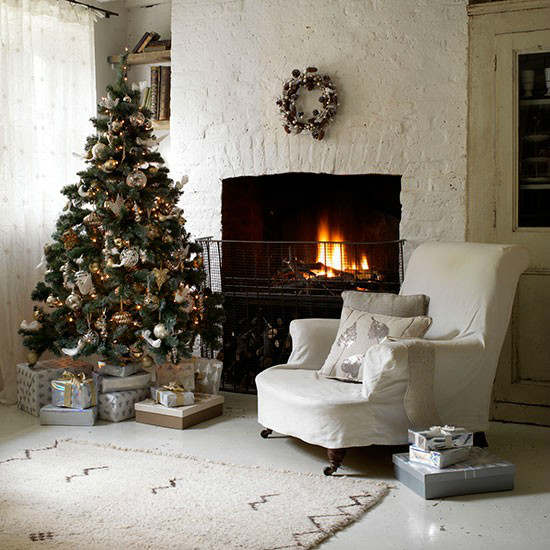 Christmas living room country decorating idea 4