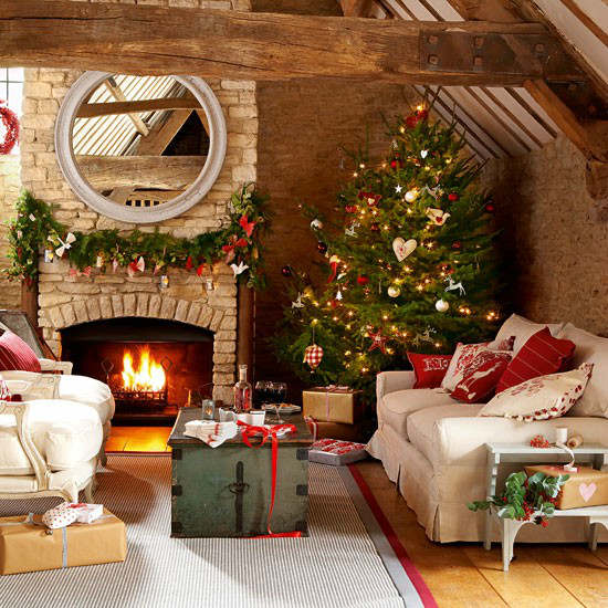 33 best christmas country living room decorating ideas for Room decor for christmas